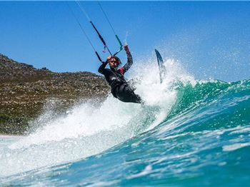 Testing Tails for Airush with Carl Ferreira - Kitesurfing News