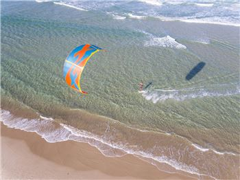 3 Easy Kiteboarding Tricks you can try this weekend - Kitesurfing News
