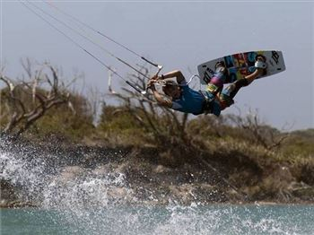 Learn how to S-Bend with Ewan Jaspan - Kitesurfing News
